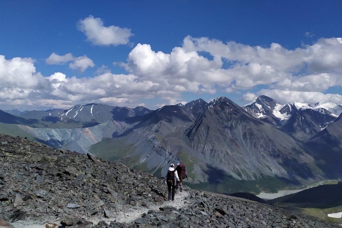 Спускаемся с перевала Кара-тюрек