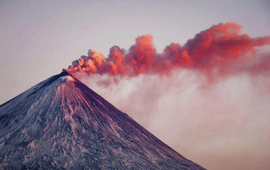 Авачинский вулкан извержение